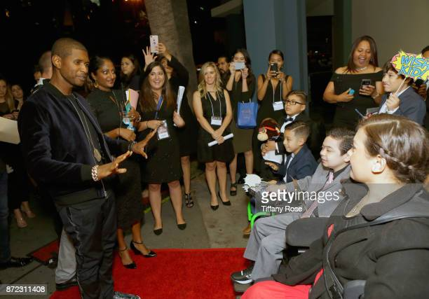 Singersongwriter Usher with Wish Kids at the 2017 Make a Wish Gala on November 9 2017 in Los Angeles California