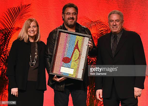 Singer/Songwriter Vince Gill Receives The EW 'Bud' Wendell Award from Nashville Mayor Megan Barry and CVC Nashville Board Chair founder Vector...