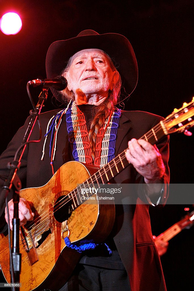 Singer/songwriter Willie Nelson performs at the 2009 Children's Health Fund benefit at the Sheraton New York Hotel & Towers on May 27, 2009 in New York City.