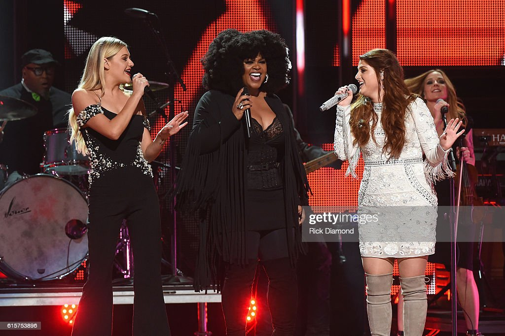 CMT Artist of the Year - Show : News Photo