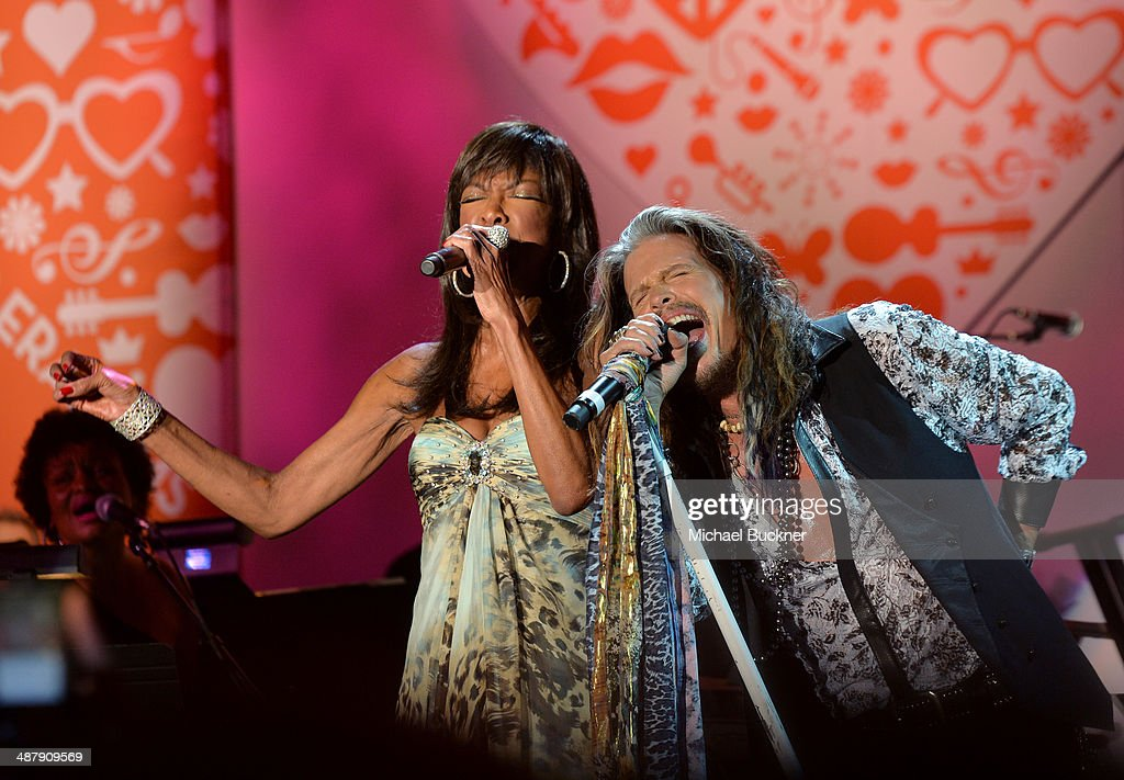 Singer/songwriters Natalie Cole (L) and Steven Tyler perform onstage during the 21st annual Race to Erase MS at the Hyatt Regency Century Plaza on May 2, 2014 in Century City, California.