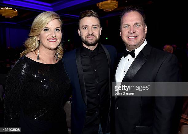 Singersongwriters Trisha Yearwood Justin Timberlake and Garth Brooks attend the 53rd annual ASCAP Country Music awards at the Omni Hotel on November...