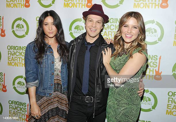 Singersongwriters Vanessa Carlton and Gavin DeGraw pose with actress and Origins Rocks Earth Month host Sophia Bush at the third annual Origins Rocks...