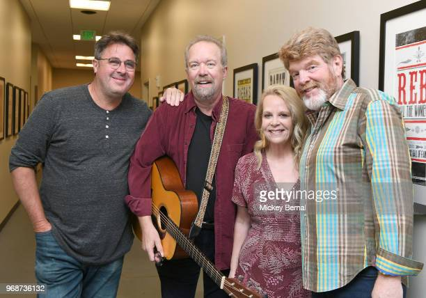 Singer/songwriters Vince Gill, Don Schlitz, Mary Chapin Carpenter and Mac McAnally pose for a photo backstage before CMA Songwriters Series Featuring...