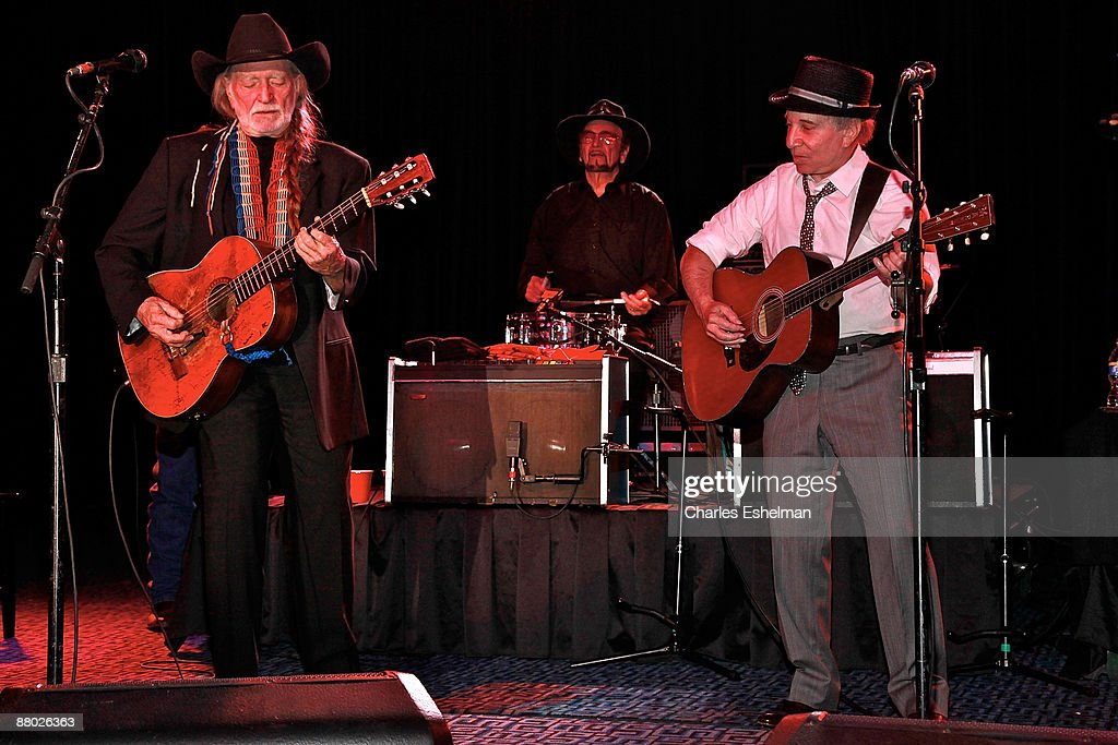 Singer/songwriters Willie Nelson and Paul Simon perform at the 2009 Children's Health Fund benefit at the Sheraton New York Hotel & Towers on May 27, 2009 in New York City.