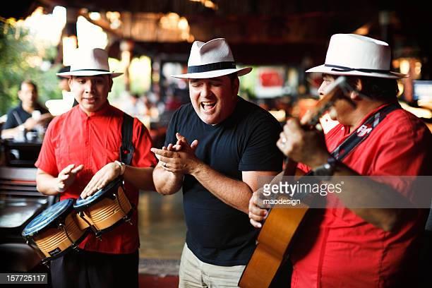 Eine wunderschöne mexikanische Lied singen