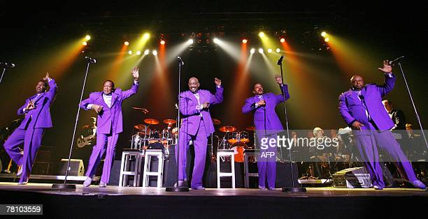 US singing group The Temptations perform late 26 November 2077 in Amsterdam AFP PHOTO / MARCO DE SWART netherlands out belgium out