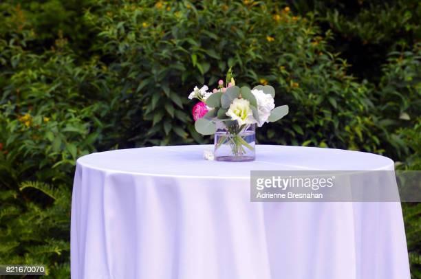 single empty table at an outdoor wedding - テーブルクロス ストックフォトと画像