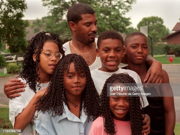 Single father of five David Calaway David Calaway with his five kids His three daughters are from left to right 15yearold Jessica Johnson...