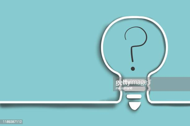 single line drawing of a light bulb with a question mark - 疑問 ストックフォトと画像