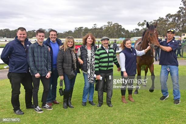 Single Note and owners after winning the Honan Insurance Group FM BM78 Handicap at Bendigo Racecourse on May 20 2018 in Bendigo Australia