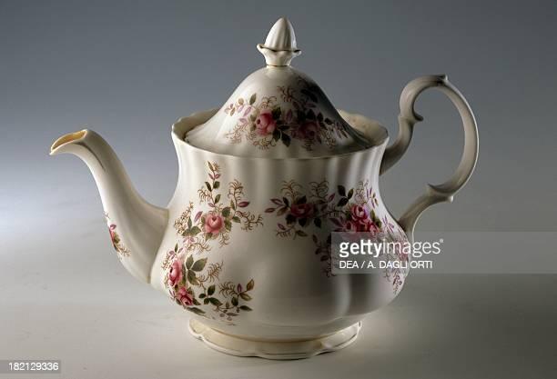 Single serve teapot with floral decoration ceramic England 20th century