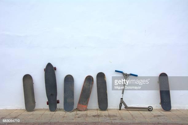singled out. one scooter in a skateboarding world - patinar fotografías e imágenes de stock