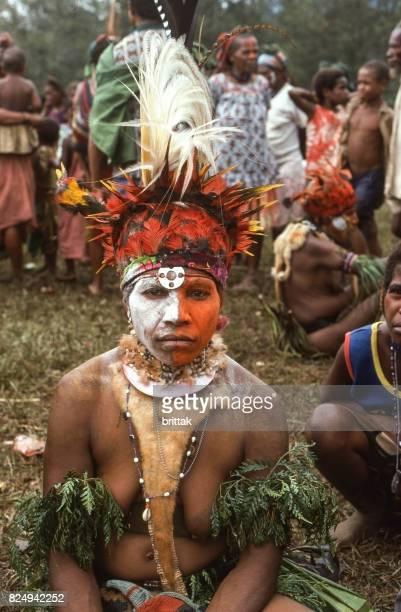 Sing-Sing en Papua Nueva Guinea 1977. Gente tradicionalmente vestida.
