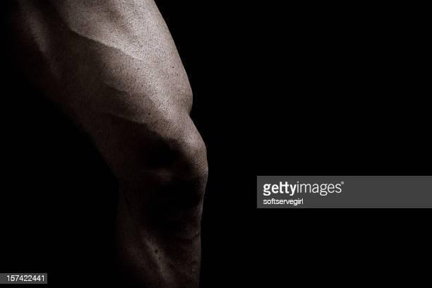 独特の脚の筋肉の Bodybuilder 雄