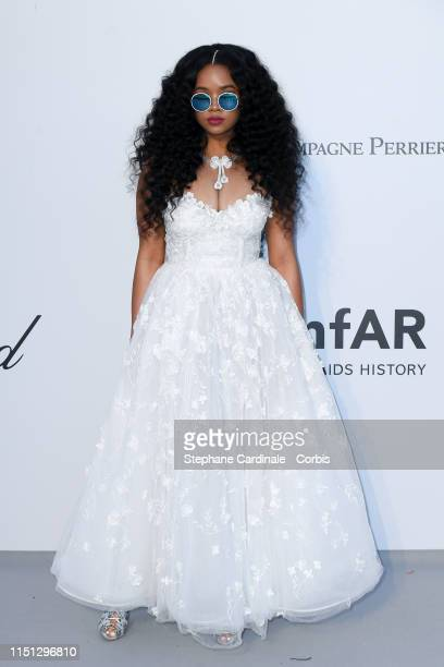 Sinher H.E.R attends the amfAR Cannes Gala 2019>> at Hotel du Cap-Eden-Roc on May 23, 2019 in Cap d'Antibes, France.