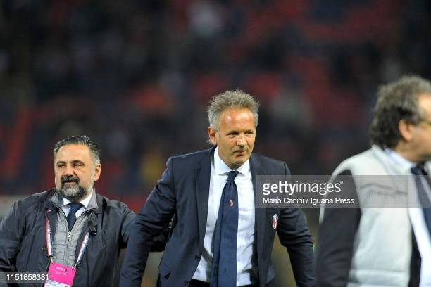 Sinisa Mihajlovic head coach of Bologna Fc celebrates at the end of during the Serie A match between Bologna FC and SSC Napoli at Stadio Renato...