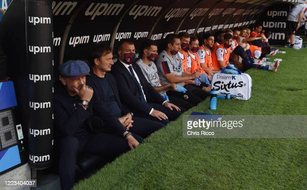 Sinisa Mihajlovic Manager of Bologna FC and the Bologna bench look on during the Serie A match between UC Sampdoria and Bologna FC at Stadio Luigi...