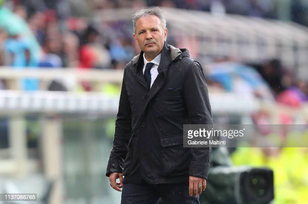 Sinisa Mihajlovic manager of Bologna FC looks on during the Serie A match between ACF Fiorentina and Bologna FC at Stadio Artemio Franchi on April 14...