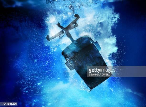 sinking office chair underwater - 経済破綻 ストックフォトと画像