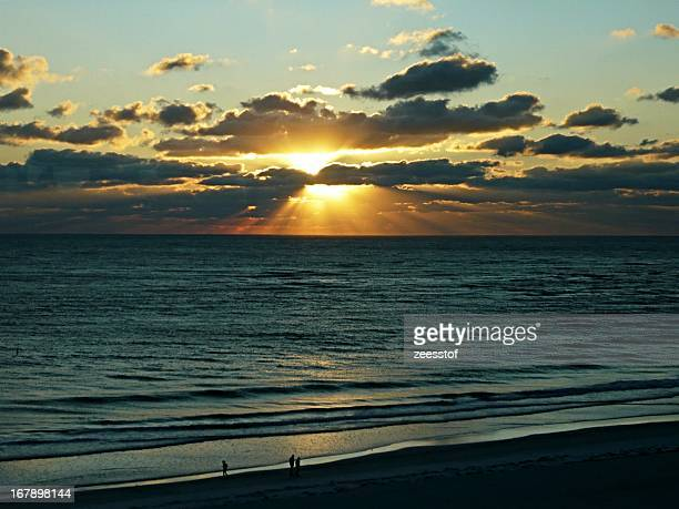 sinking sun - zeesstof stock pictures, royalty-free photos & images