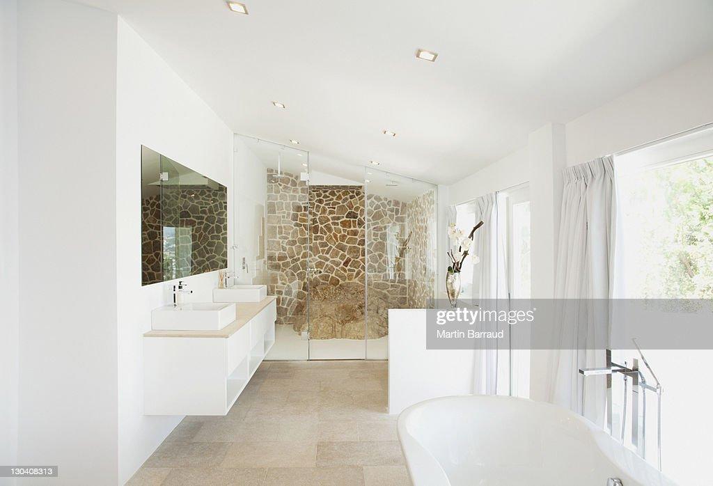 Sinks and bathtub in modern bathroom : Stock Photo
