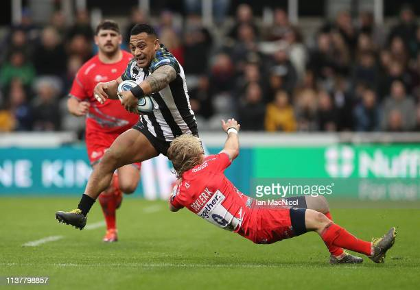 Sinoti Sinoti of Newcastle Falcons evades Fafde Klerk of Sale Sharks during the Gallagher Premiership Rugby match between Newcastle Falcons and Sale...