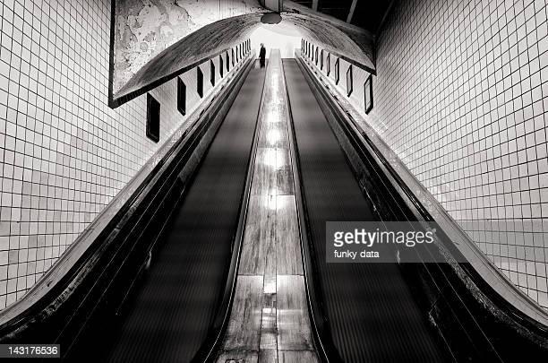 sint anna tunnel antwerp - old escalator - antwerpen provincie stockfoto's en -beelden