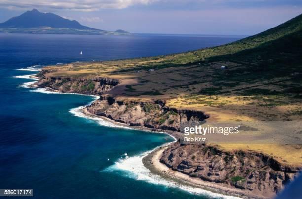 sint eustatius coastline and st. kitts - シント・ユースタティウス島 ストックフォトと画像