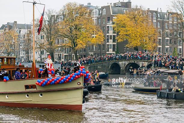 sinterklaas arriving at annual parade - merten snijders stockfoto's en -beelden