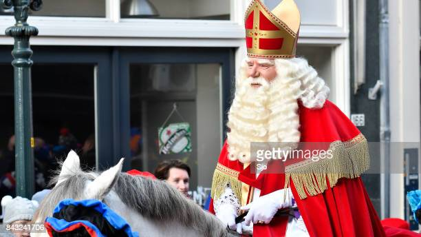 sinterklaas arriving in the city of kampen for the sint nicolaas festival - vintage steamship stock photos and pictures