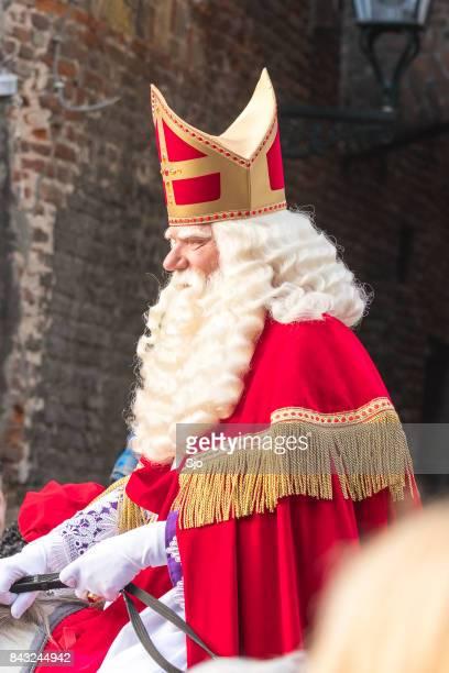 "sinterklaas arriving in the city of kampen for the sint nicolaas festival - ""sjoerd van der wal"" or ""sjo"" stock pictures, royalty-free photos & images"