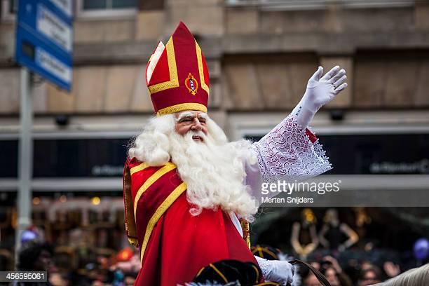 sinterklaas at annual parade - merten snijders stockfoto's en -beelden