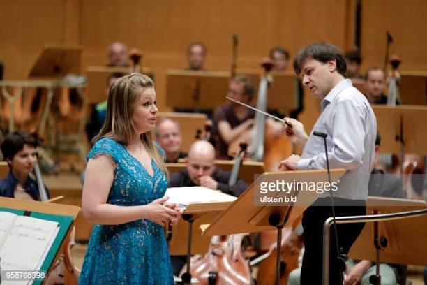 Siobhan Stagg gastiert in Begleitet des SWR Symphonieorchester unter der Leitung des iItalienischen Dirigenten Tito Ceccherini beim Abschlusskonzert...