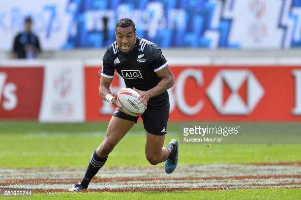 Sione Molia of New Zealand runs with ball during the HSBC Paris sevens match between Samoa and South Africa on May 14 2017 in Paris France