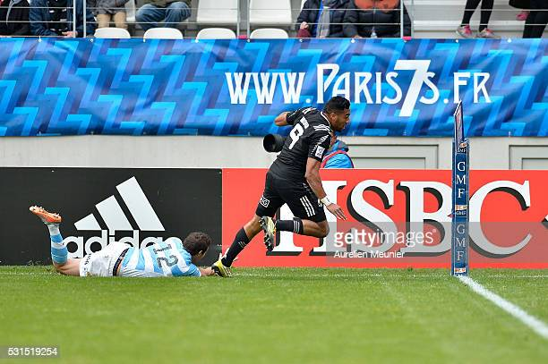Sione Molia of New Zealand runs with the ball during the match between New Zealand and Argentina during ninth round of the HSBC Sevens World Series...