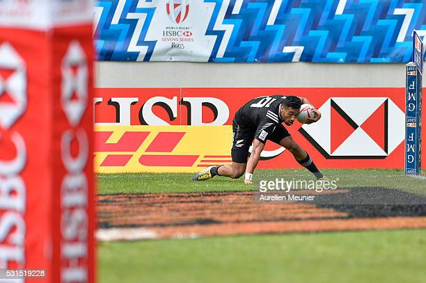 Sione Molia of New Zealand scores a tryl during the match between New Zealand and Argentina during ninth round of the HSBC Sevens World Series...