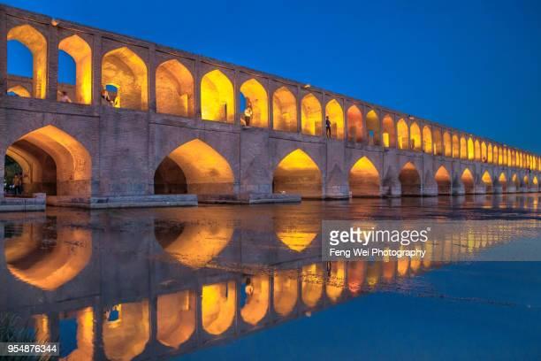 si-o-se pol bridge, isfahan, iran - ザーヤンド川 ストックフォトと画像