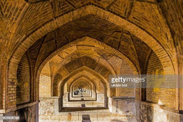Si-o-se Pol Bruecke, 33-Bogen-Bruecke, Isfahan, Esfahan, Iran, IRN, Islamische Republik Iran, Gottesstaat, Persien, Vorderasien, Schiiten, Islam,...