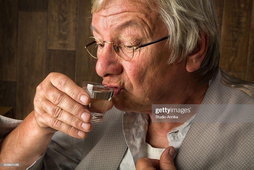 Причина алкоголизма у пожилых