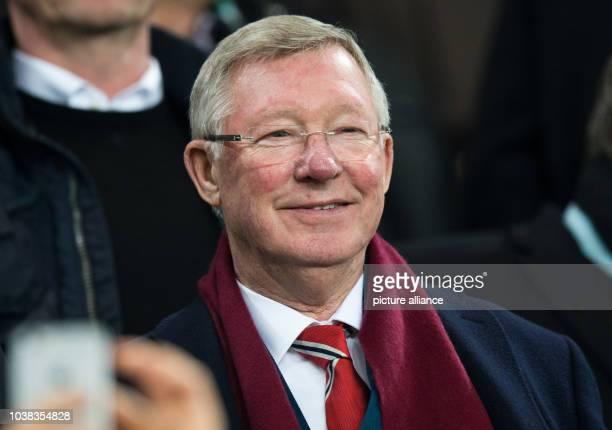 ARCHIV Sir Alex Ferguson früherer Trainer bei Manchester United aufgenommen inWolfsburg am 08 December 2015 Foto Julian Stratenschulte/dpa dpa...