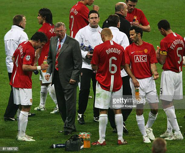 Sir Alex Ferguson the Manchester United manager rallies his players in the short break before the first period of extra time during the UEFA...