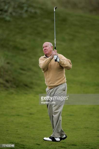 Sir Bobby Charlton play his second shot into the 17th green during the second round of The Alfred Dunhill Links Championship at Kingsbarns Golf Club...