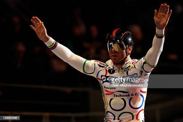 Sir Chris Hoy of Great Britain acknowledges the fans after his race in the Giant Sprint Masters during the Rotterdam 6 Day Cycling at Ahoy Rotterdam...