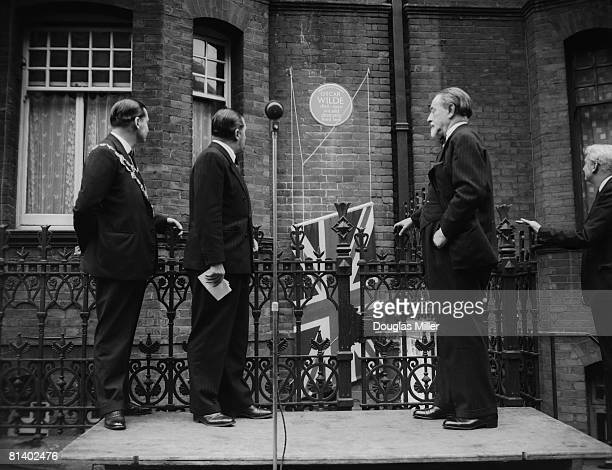 Sir Compton Mackenzie performs the unveiling ceremony of a new blue plaque at 34 Tite Street, Chelsea, former home of wit and dramatist Oscar Wilde,...