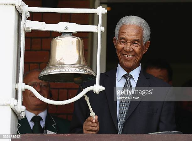 Sir Garfield Sobers rings the five minute bell in memory of Mohammed Ali during day two of the 3rd Investec Test match between England and Sri Lanka...