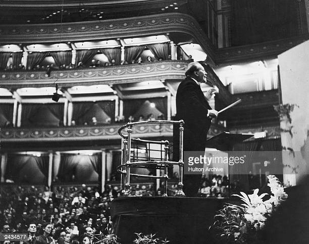 Sir Henry Wood conducts the London Symphony Orchestra at a Promenade Concert 1941 This is the first year that the proms were held at the Royal Albert...