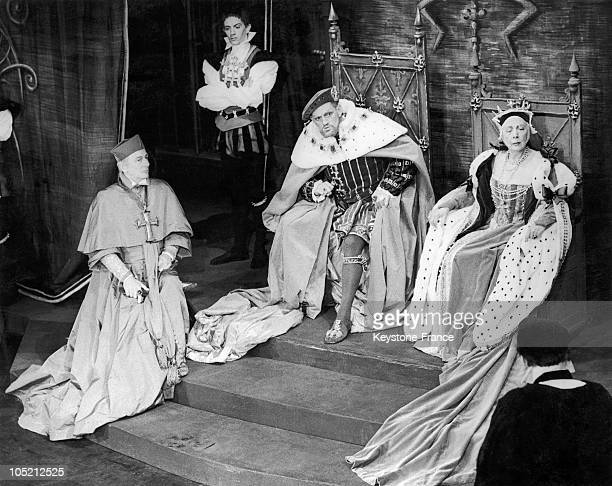 Sir John Gielgud Playing The Role Of Cardinal Wolsey Harry Andrews As King Henry Viii And Edith Evais As Catherine Of Aragon They Are Rehearsing The...