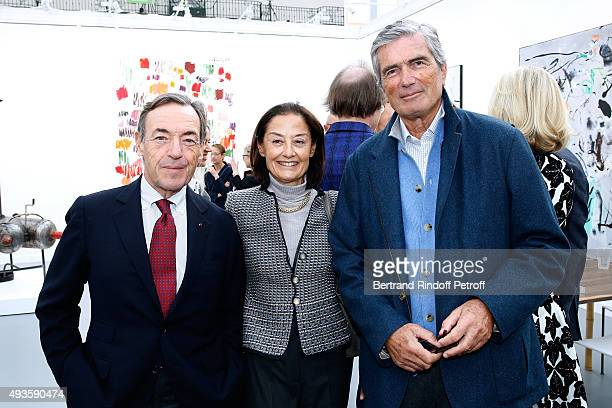 Sir Lindsay Owen Jones his wife Lady Cristina and Gilles Weil attend the 'FIAC 2015 International Contemporary Art Fair' at Le Grand Palais on...