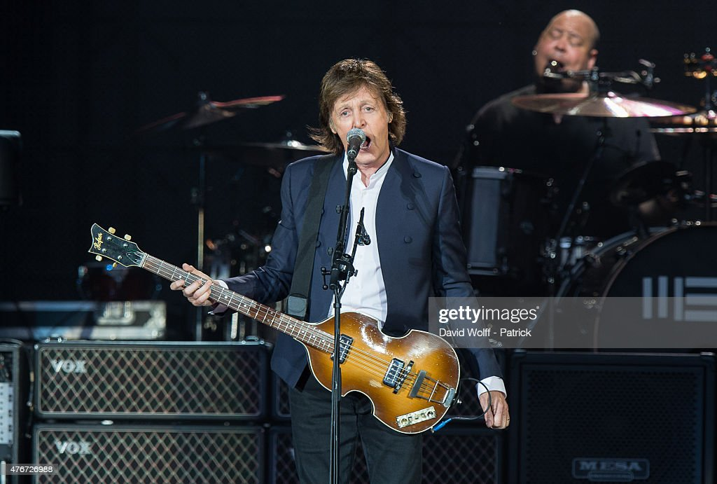 Paul McCartney Performs At Stade De France : News Photo